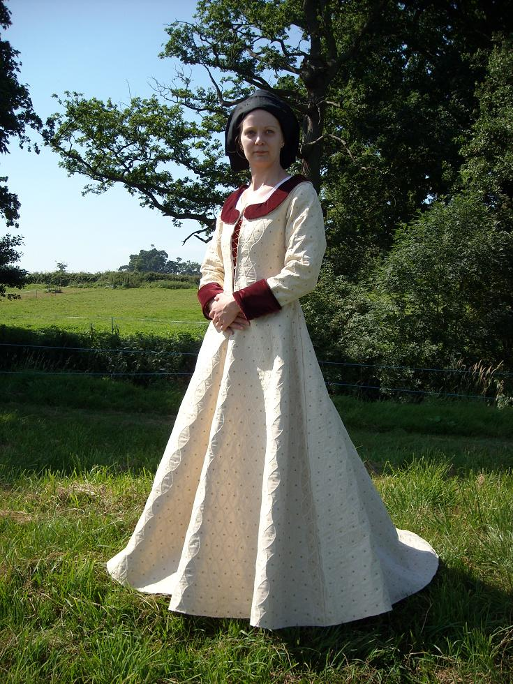 Pictures of 14th century dresses